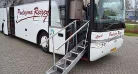 Touringcar met loopbrug