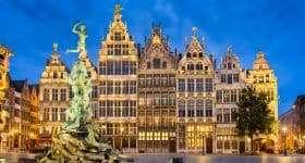 Kerstsfeeer op Grote Markt in Antwerpen, België