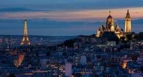 Parijs met de Eiffeltoren en Sacré-Cœur in kerstsferen