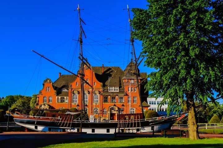 Papenburg stadhuis met boot
