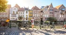 Belgie Gent kanaal met fietsen