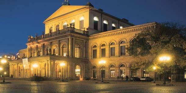 Staatsoper-Hannover-Nacht_panorama