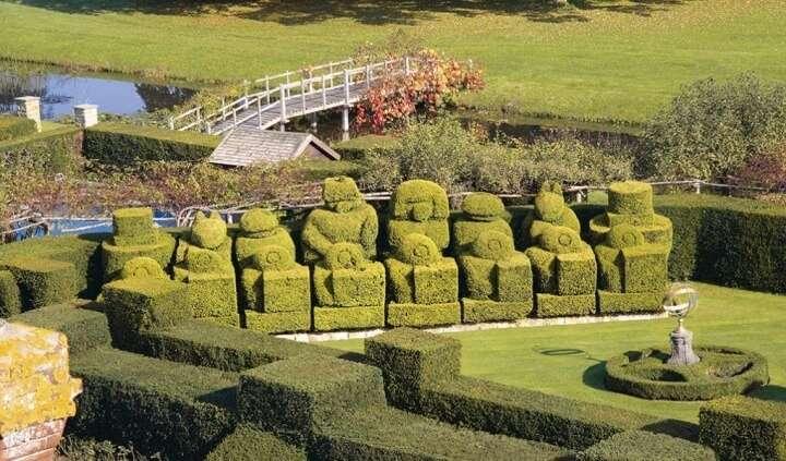 hever-castle-gardens-features-tudor-gardens-1020x599