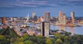 Nederland Rotterdam skyline met erasmusbrug 1