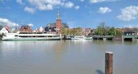Duitsland Leer haven met rondvaartboot