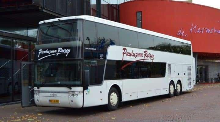 90-persoons dubbeldekker touringcar