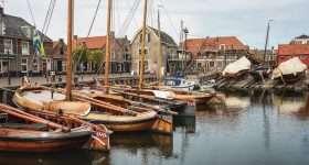 oude haven met vissersboten in Spakenburg