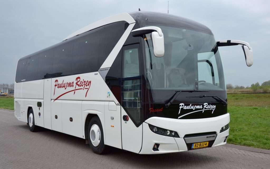 60-persoons touringcar