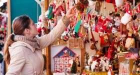 Algemeen kerst vrouw bij kraam scaled